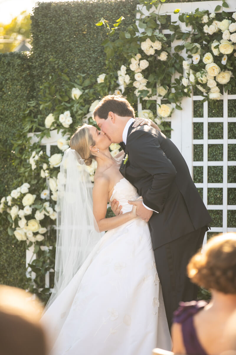 caitlin and geoffrey kissing