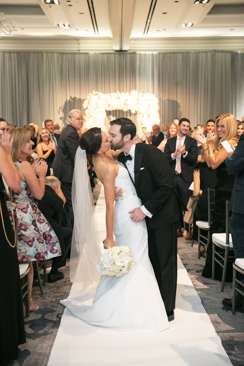 carey and david kissing at the end of the aisle