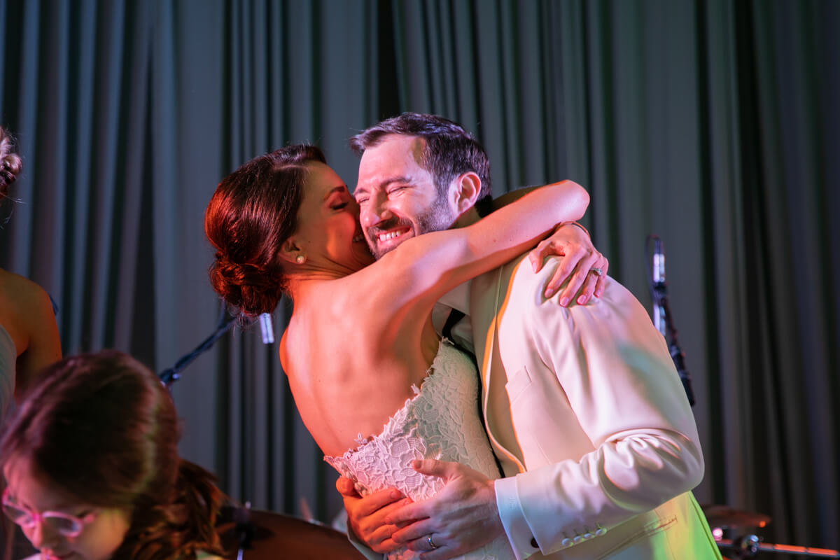 carey and david hugging and dancing on stage