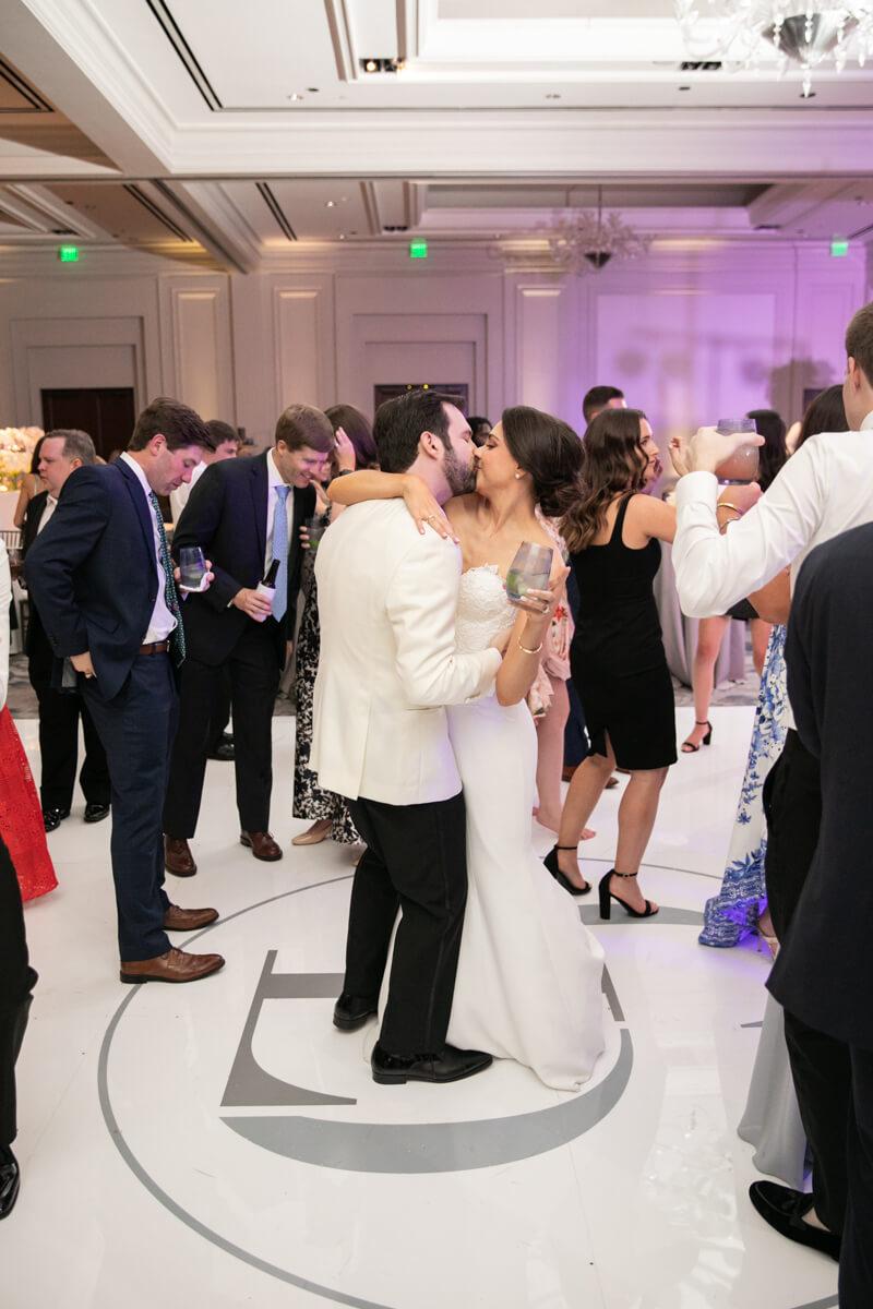 carey and david kissing on the dancefloor
